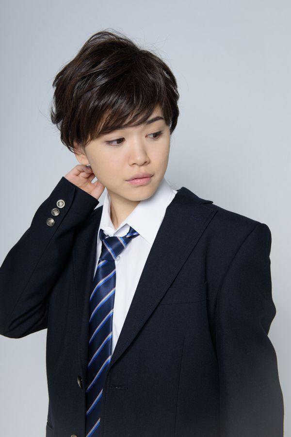 やんちゃな雰囲気が伝わってくるイケメン高校生。流し目も完璧。